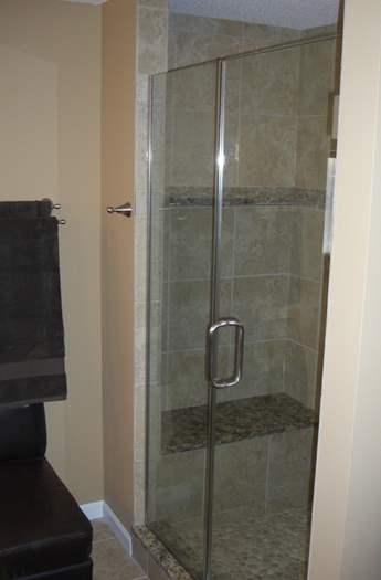 Gentil Bathroom With Glass Door